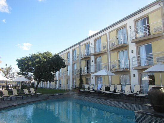Protea Hotel by Marriott Knysna Quays: Rear of hotel and small pool area