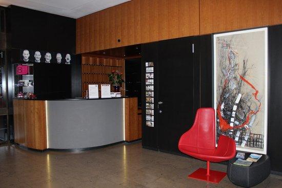 art & business Hotel: Reception