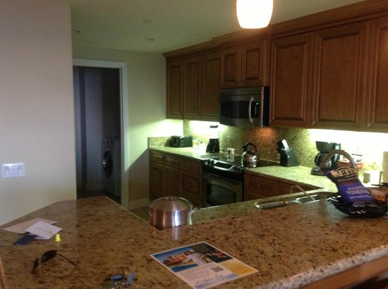 Dolphin Bay Resort & Spa: Suite Kitchen