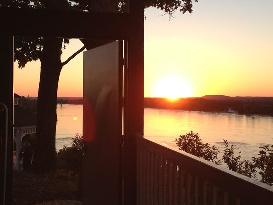 Hermann Hill Vineyard Inn & Spa and River Bluff Cottages : pic of 502 with door open extending your view