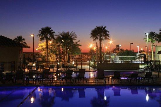 The Palms RV Resort: Pool area at night