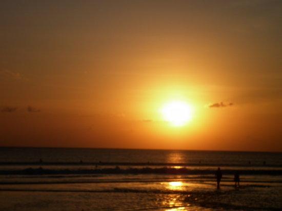 """Kuta Beach - Bali: ....""""Sunset di Pantai Kuta""""..."""