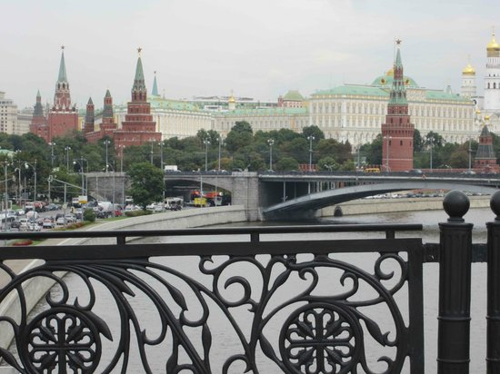 Free Moscow Bus Tour: View from Pedestrian bridge by Cathedral of Christ the Saviour