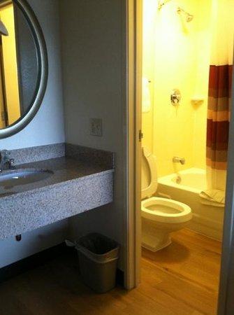 bathroom picture of red roof inn syracuse syracuse. Black Bedroom Furniture Sets. Home Design Ideas