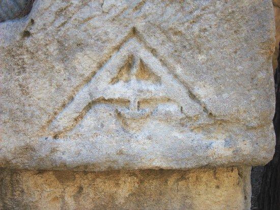 Les Alyscamps : certains reconnaîtrons ce symbole