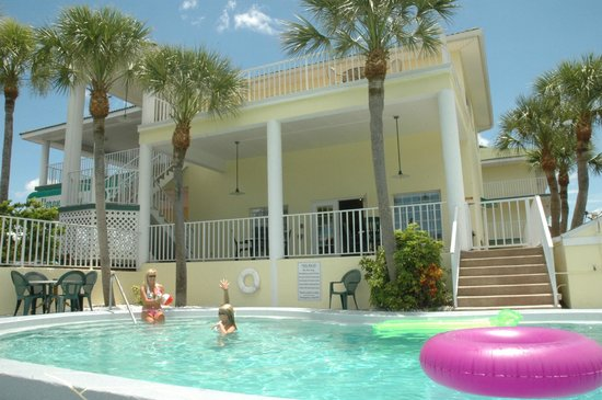 Sun Coast Inn : Enjoy the pool & patio