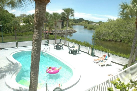 Sun Coast Inn : Pool & Water views