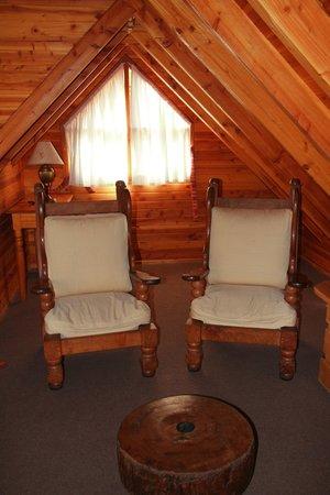 Las Marias del Nahuel : reading area beside bedroom