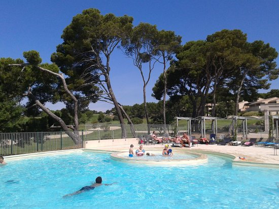 Madame Vacances Residence Provence Country Club: piscine