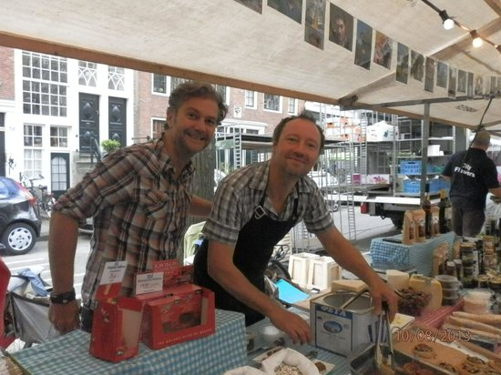 Lindenmarket (Saturdays): Friendly Greeks selling their authentic delicacies.