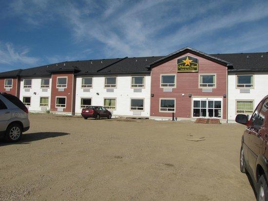 Western Star Inn & Suites: FRONT ENTRANCE