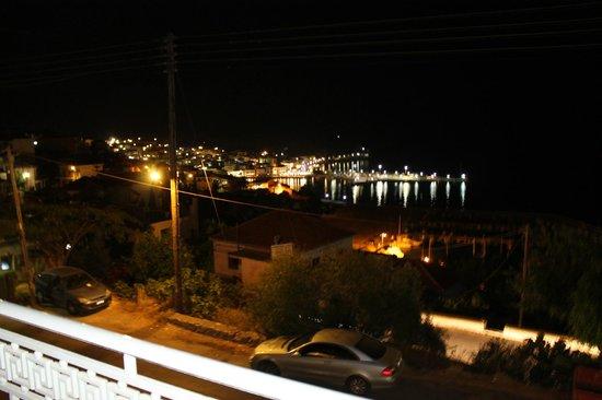 Hotel Anezina: vista dal balcone la notte