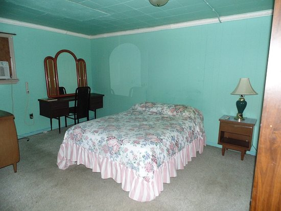 Northcourt Motel: Large room