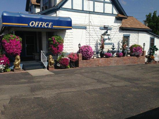 Holiday Lodge Motel: Hotel Grounds