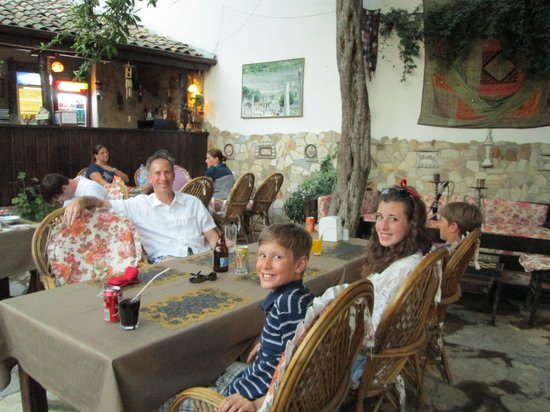 Boomerang Guesthouse & Restaurant : Our family at Boomerang