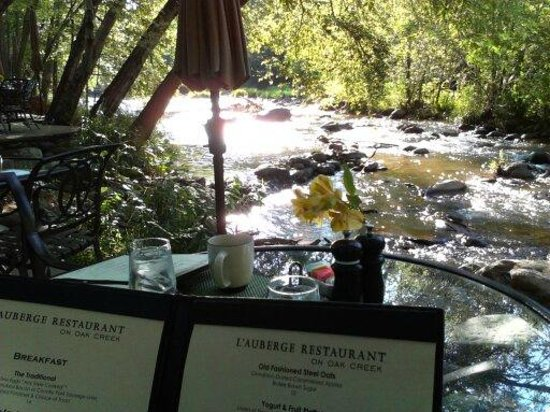 L'Auberge de Sedona : Creekside breakfast