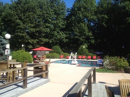 Trumbull Marriott Merritt Parkway: outside pool