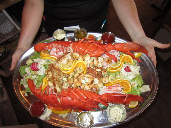 Havre St. Pierre, Kanada: Assiette de fruits de mer et poissons frais!!!