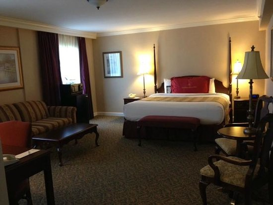 The Wilshire Grand Hotel: nice suite on third floor