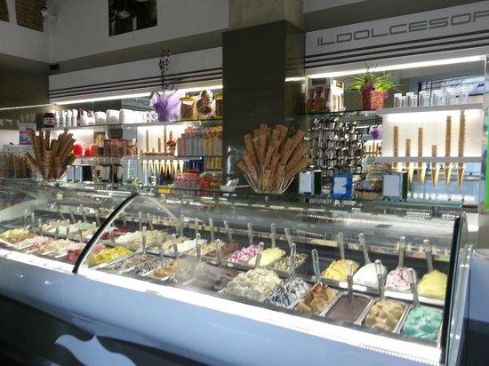 Gelateria Il Dolce Sorriso : il nostro banco gelati