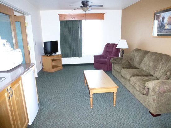 Best Western Yellowstone Crossing: living room area