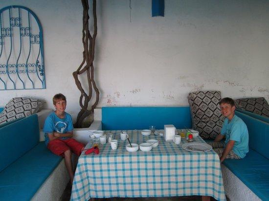Villa Panaroma: Breakfast