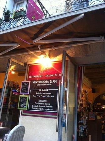 le cafe Dampmartin : façade