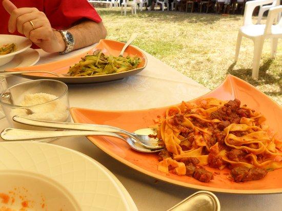 I Muretti: Tagliatelle al ragù e taglierini con zucchine e tartufo