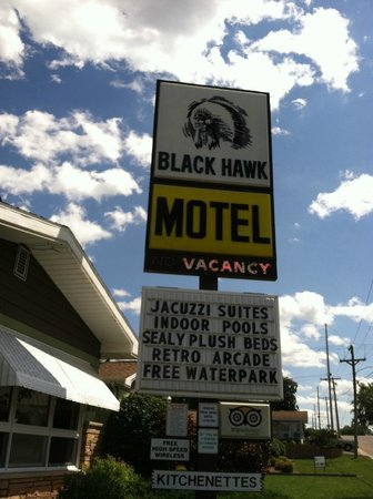 Black Hawk Motel & Suites: Loved the sign