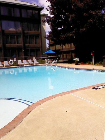 Holiday Inn Nashua: outdoor pool