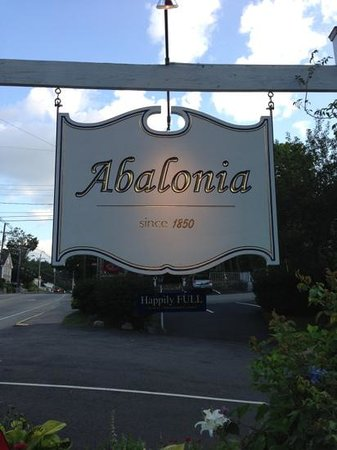 Abalonia Inn : Sign