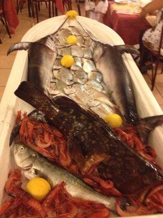 L'Ancora: la barca col pescato