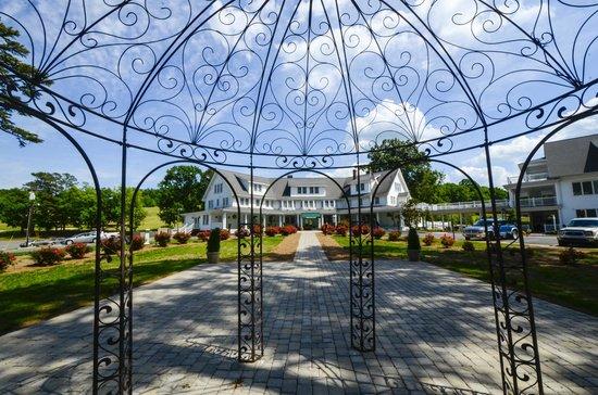 Badin Inn: Hotel View From Rose Garden
