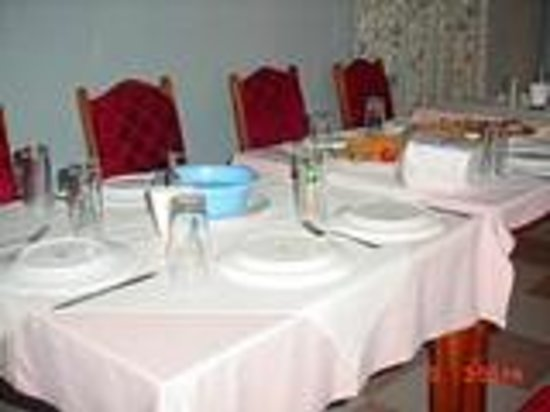 Gyason Royal Guest House: RESTAURANT