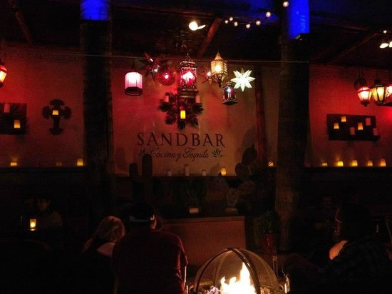 Sandbar Cocina y Tequila: Vista interna do Bar - sem Flash