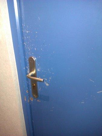 Le Jersey : Porte de la chambre