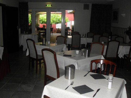 Hotel Walram: Dining area with view of the terrace in the background