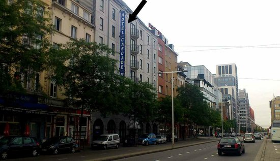 Novotel Brussels Midi Station: Hotel seen from Fonsny street Hotel Cascade Midi Brussels