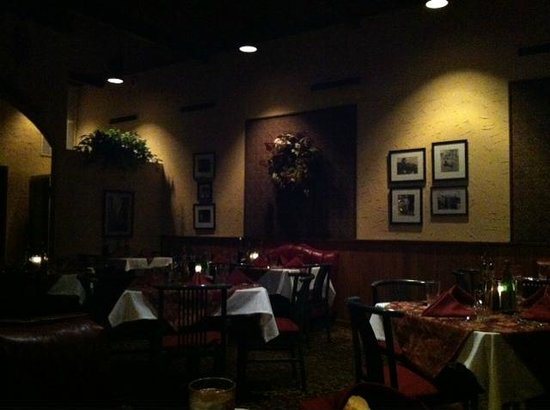 Ferraro's: Seating area