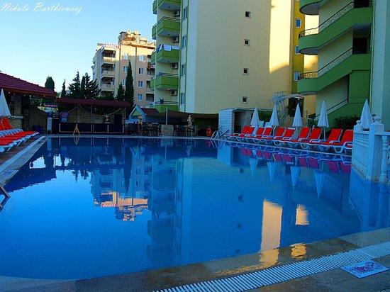 Krizantem Hotel: 2
