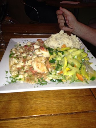 Dog Tooth Bar & Grill: Grouper with shrimp and garlic mashed