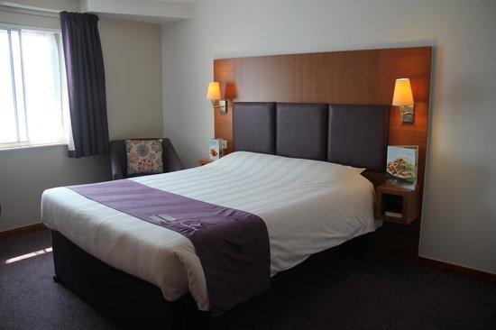 Premier Inn Swansea City Centre Hotel: Room