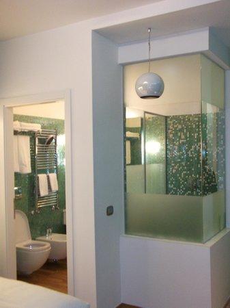 JC Hotel: bagno