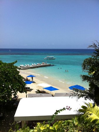 Sandals Royal Plantation: View of West beach from the terrace