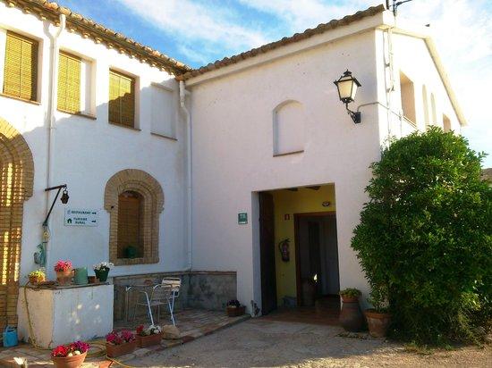 Cal Peret Parera: Entrada al alojamiento rural