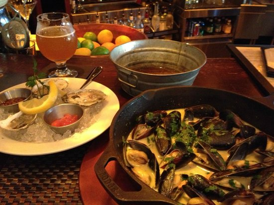 Mussel Bar & Grille: Thai Mussels, yum!