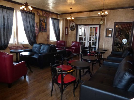 Model-T Inn & Restaurant: The new Lounge, with custom faux wall plaster work and comfy sofas and chairs!