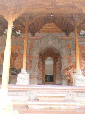 Narasoma Homestay: Family temple