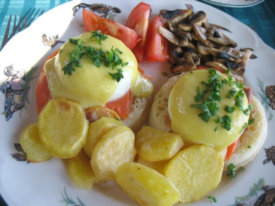 Eagle Landing Bed and Breakfast: Breakfast - egg benedict