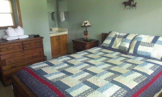 Springmaid Mountain: Bedroom #2 with en-suite vanity